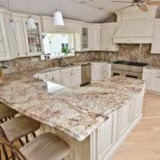 granit bordeaux bucatarie