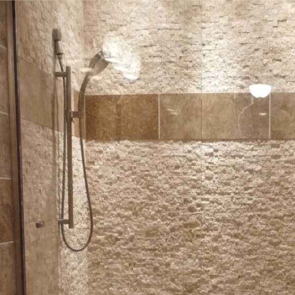 Mozaic-Scapitat-Travertin-Light-1